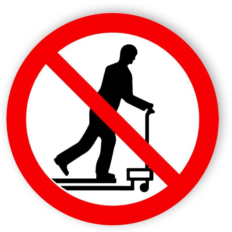 Mit Hubwagen rollen verboten