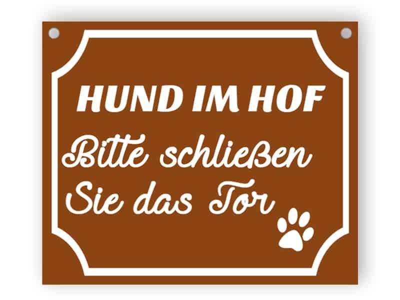 Hund im Hof - schließen Sie das Tor Zeichen