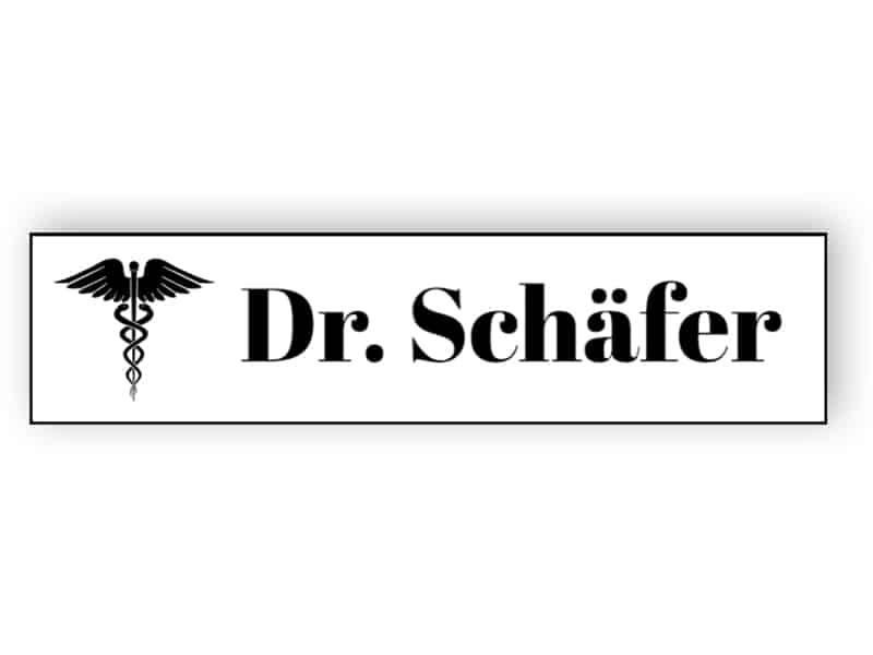 Weißes Namensschild für Arzt