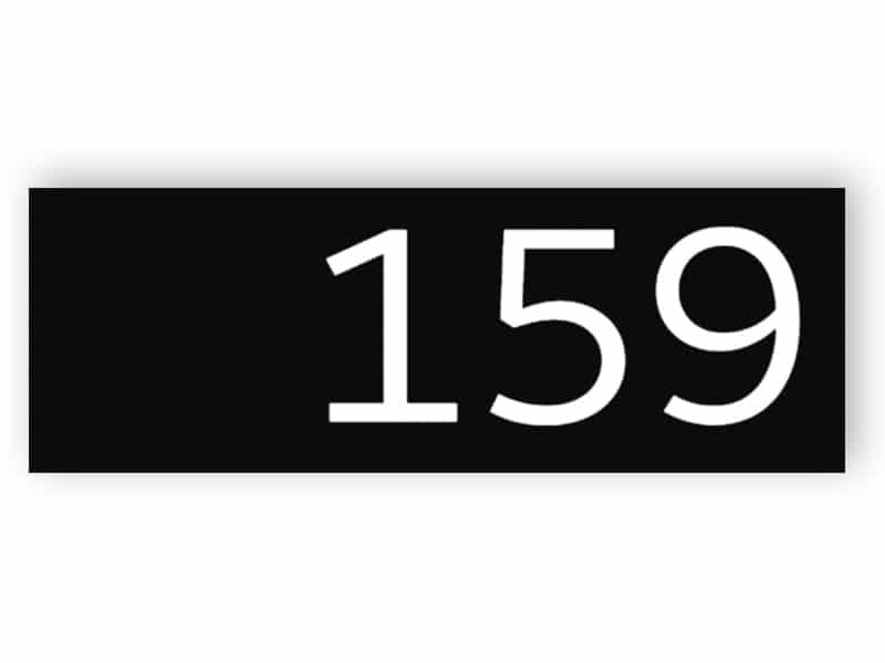 Schwarz-weiße Türnummer