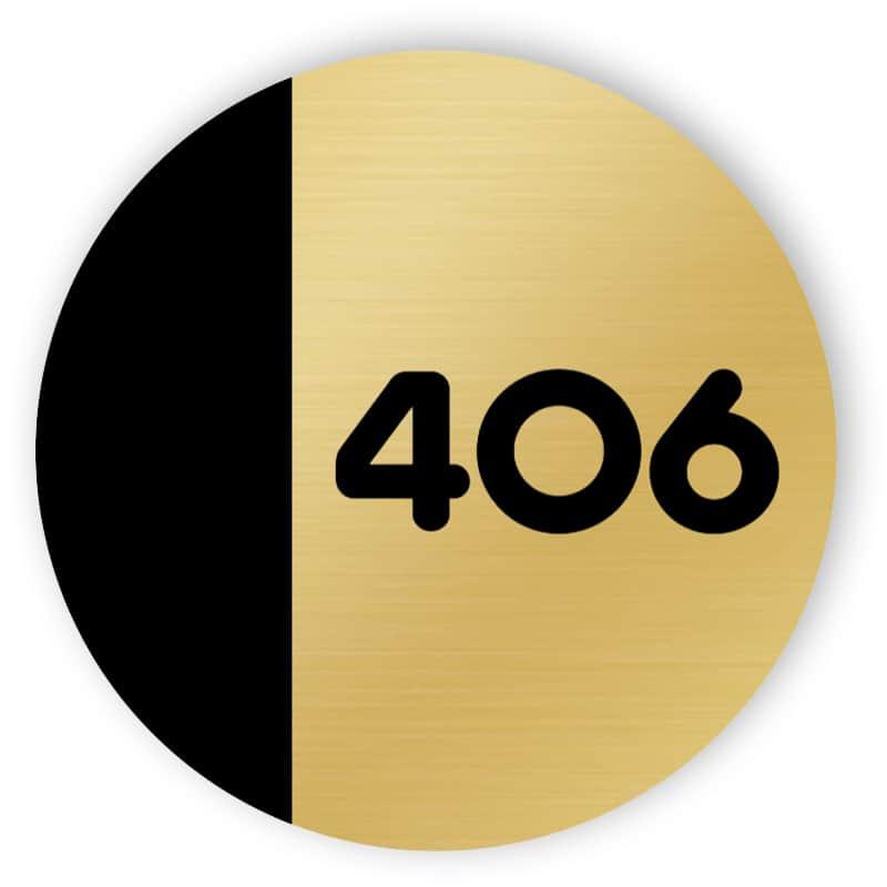 Schwarz-goldene abgerundete Türnummer