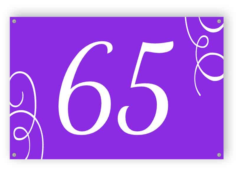 Lila Hausnummer Zeichen