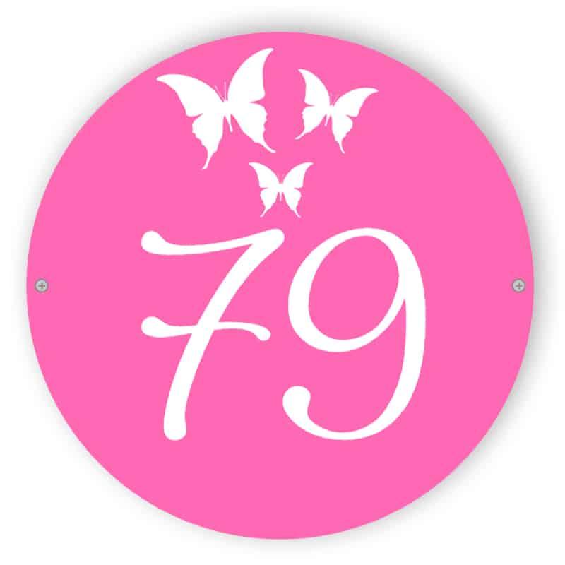 Rosa Hausnummer Zeichen mit Schmetterlingen